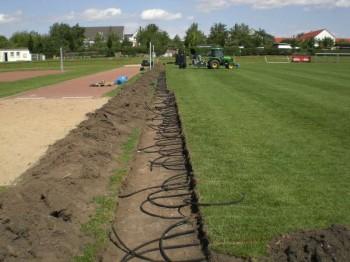 Установка системы в футбольных полях с покрытием из натуральной травы