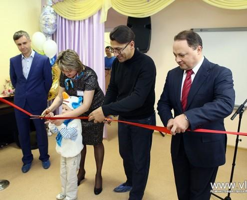 Церемония открытия детского садика главой города.