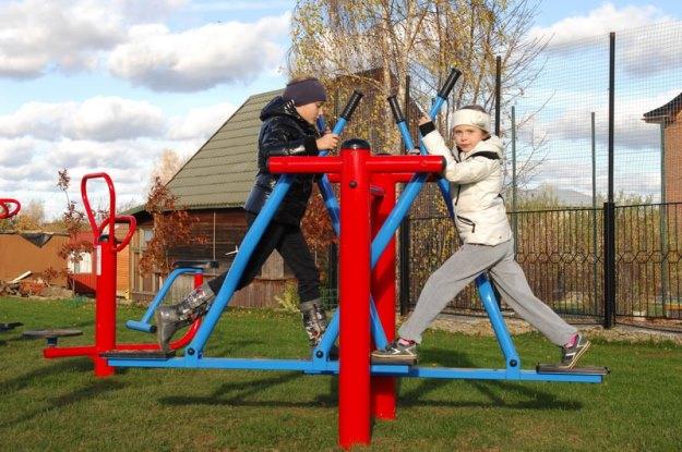 Уличный спортивный тренажер в детских игровых площадках